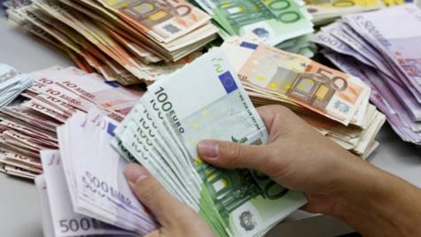 Băncile facilitează accesul la împrumuturi pentru investiţii