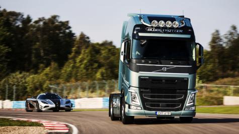 Provocare inedită: camionul Volvo FH vs. supercarul Koenigsegg One:1, pe circuit