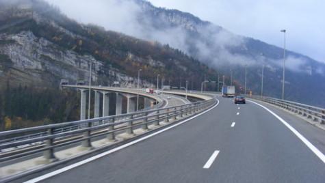 Noi promisiuni guvernamentale: Două autostrăzi vor traversa Carpaţii până în 2018