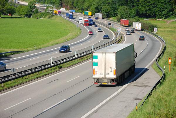 Germania va extinde taxa de drum pentru camioane şi autoturisme