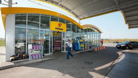 OMV Petrom a instalat panouri fotovoltaice în 40 de staţii de carburanţi