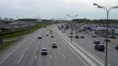 Piaţa auto din Rusia, tot mai scumpă