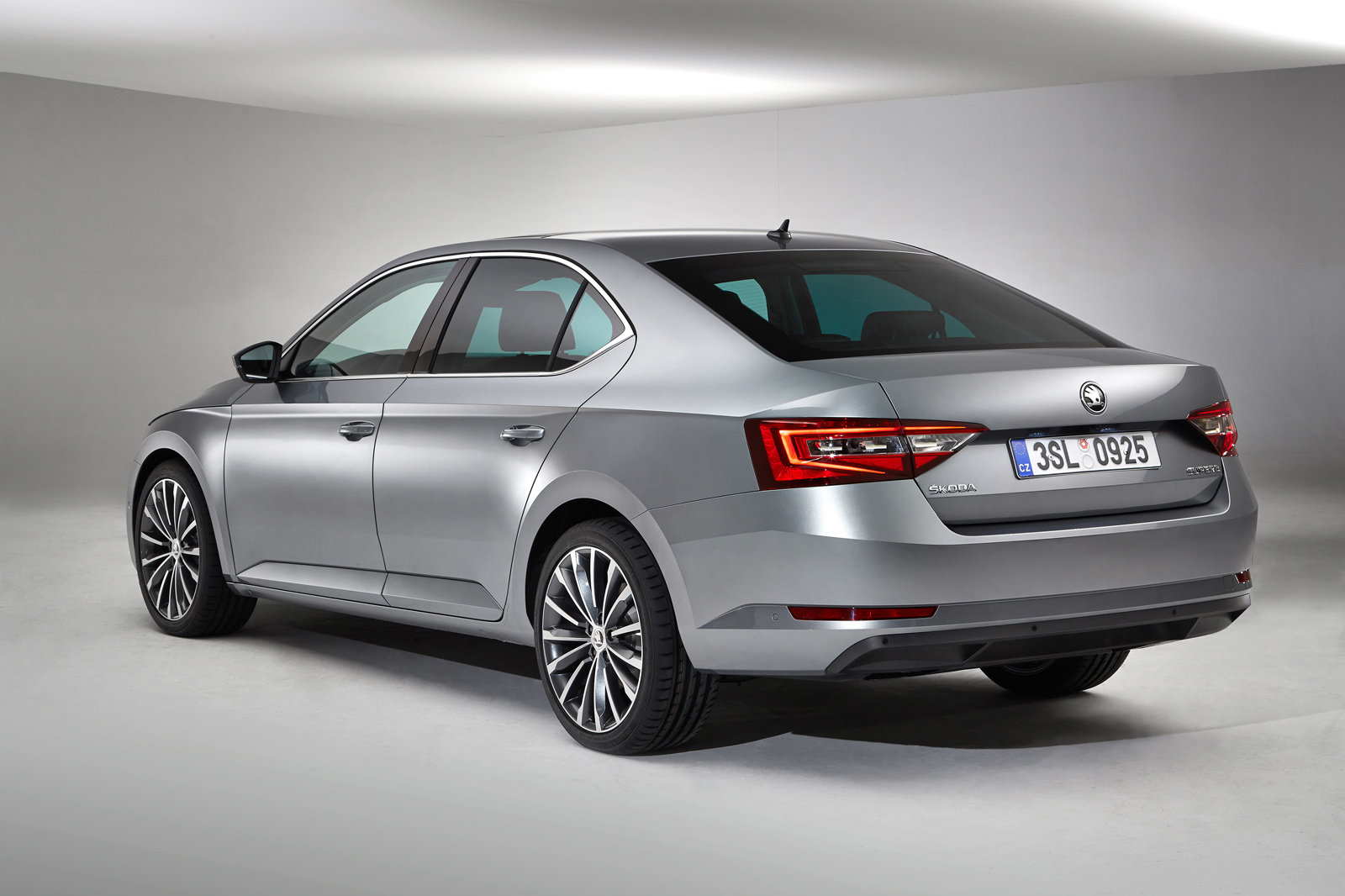 Skoda Superb 2015 - floteauto 5