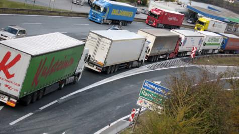 Germania suspendă salariul minim pentru şoferii străini în tranzit