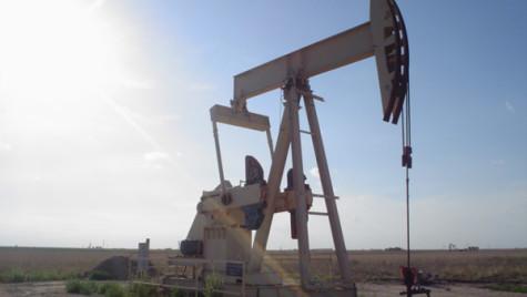 Preţul petrolului rămâne scăzut în continuare, pe fondul nivelului ridicat al producţiei OPEC