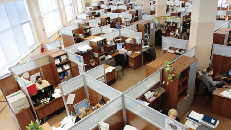 Peste 60% din companiile medii româneşti se aşteaptă la creşterea cifrei de afaceri în 2015