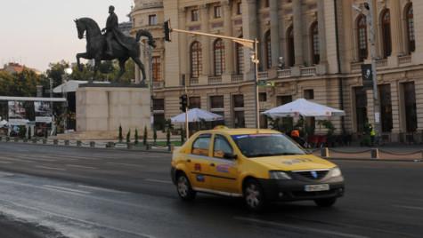 Finanţe: Aparatele de taxat de pe taximetre ar trebui modificate pentru înregistrarea bacşişului