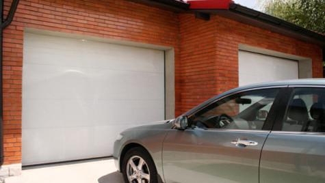MCA Grup: Românii preferă modele mai economice de uşi de garaj, în culori standard
