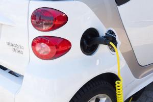 ecotichetul-pentru-masini-electrice-si-hibrid-electrice-aplicat-din-iunie-floteauto