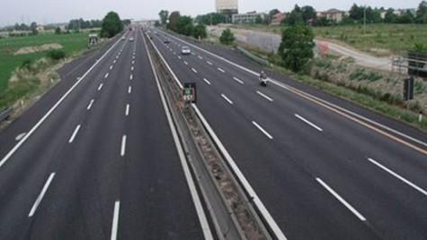 Afişarea preţurilor la carburanţi la intrarea pe autostrăzi