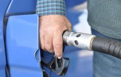 Benzina şi motorina, sub dominaţia taxelor şi a dolarului