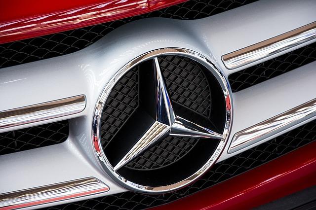 mercedes-a-urcat-pe-locul-doi-in-topul-mondial-al-producatorilor-de-automobile-de-lux-bmw-ramane-lider-floteauto