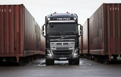 Video: Volvo FH16 versus 750 de tone