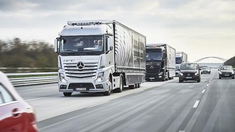 Convoiul Mercedes defilează autonom prin Europa
