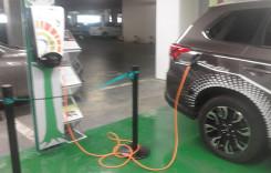 Ai maşină electrică sau hibrid? Poţi ajunge pe gratis la mare