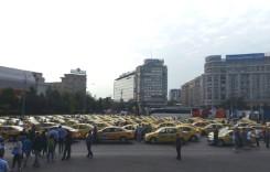 Transportatorii rutieri protestează în faţa sediului Guvernului