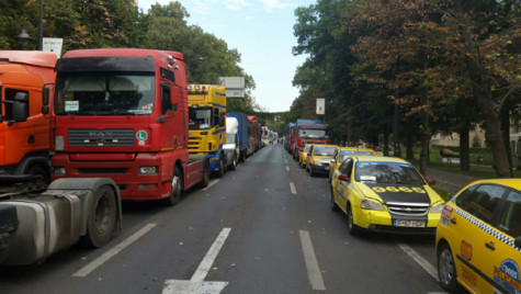 Transportatorii solicită Guvernului să adopte astăzi tarifele RCA
