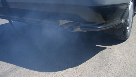 Cum afli starea maşinii după fumul de eșapament