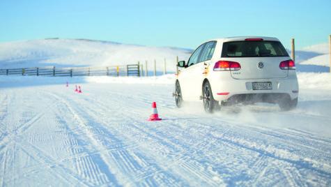 Test comparativ anvelope: vară, iarnă sau… Michelin CrossClimate?