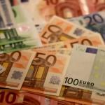 Curs de 4,7651 lei/euro în următoarele 12 luni