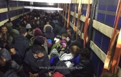 111 migranți ascunși într-un camion, prinși la punctul de trecere a frontierei Nădlac