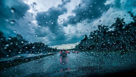 Avertizări meteo. Cod galben de ploi, furtuni şi inundaţii