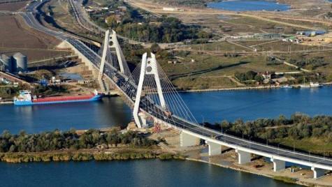 Circulaţia pe podul Agigea, redeschisă pe patru benzi