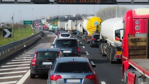 CE vrea să elimine restricţiile pentru utilizarea vehiculelor de marfă închiriate