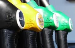 Benzina şi motorina s-au ieftinit cu 32 de bani pe litru