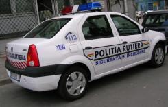 Sute de maşini de marfă şi transport persoane, controlate de poliţişti