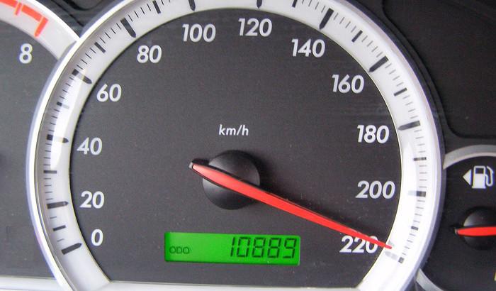 Adrenalina costă! A circulat cu o viteză de 218 km/h şi a plătit 2.900 lei