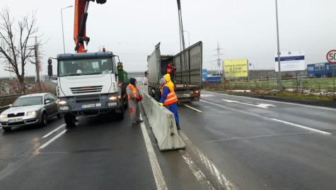 CNAIR continuă montarea de parapete pe drumurile naţionale