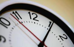 România trece la ora de vară. Ceasurile se vor da înainte cu o oră