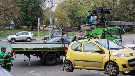 Ridicarea maşinilor parcate neregulamentar pe trotuar, pe masa deputaţilor