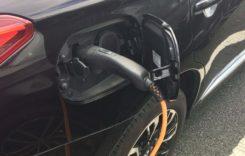 """Registrul Auto Român îşi """"înverzeşte"""" flota cu 12 autoturisme electrice"""