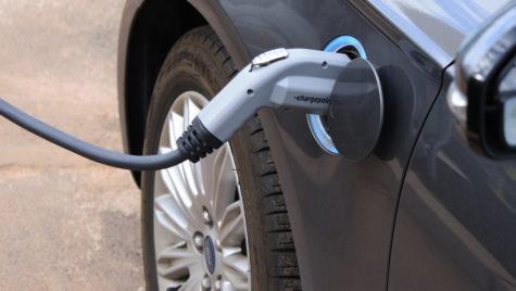 Câţi români vor să cumpere maşini electrice