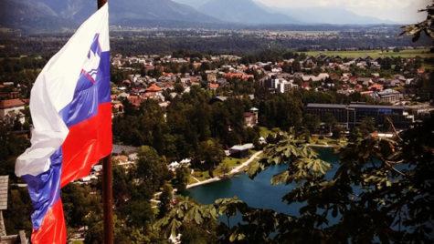 Pleci cu maşina în Slovenia? Când te costă vinieta sau, în lipsa ei, amenda
