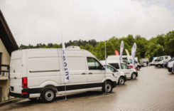 Leasing operaţional pentru vehicule comerciale uşoare de 3,5 până la 7,5 tone