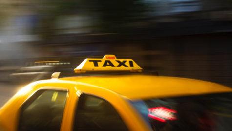 Cât costă călătoria cu taxiul de la aeroport
