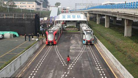 Primul tramvai fără șine este operațional. Iată ce avantaje aduce!