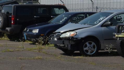 """Proiect de lege pentru """"curăţarea"""" parcărilor publice de mii de maşini abandonate"""