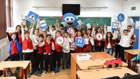 3.000 de elevi învaţă regulile rutiere prin programul MobileKids de la Daimler