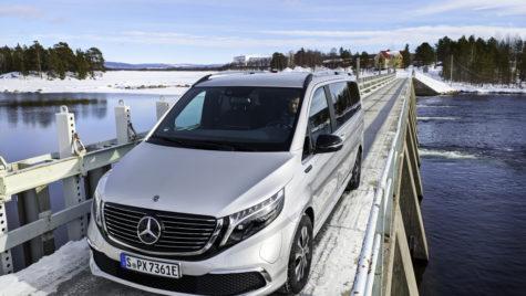 Mercedes-Benz EQV testat intens la -30°C