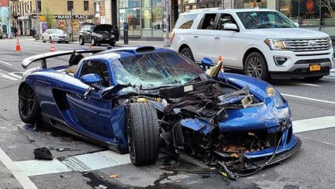 Porsche Carrera GT făzut zob în NY. Video spectaculos!