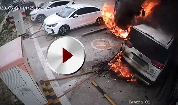 Incendiu la stația de încărcare floteauto.ro