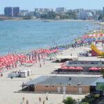 Românii au rezervat 10.000 de locuri pe Litoral de la 1 iunie. 4 reguli de stat la plajă pentru turiști