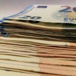 Românii cu credite sunt printre cei mai afectaţi de efectele inflaţiei. Analiză